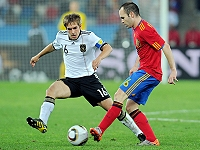 (Germany) Lahm - Iniesta (Spain)