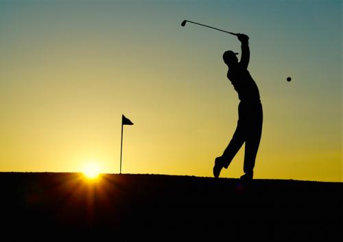 golf-sunset-sport-golfer © pexels.com